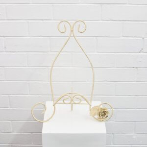 cream table easel with rose