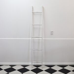 white-ladder-rustic-decor